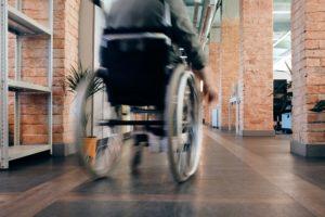 車椅子使用者が室内で快適に過ごせるように