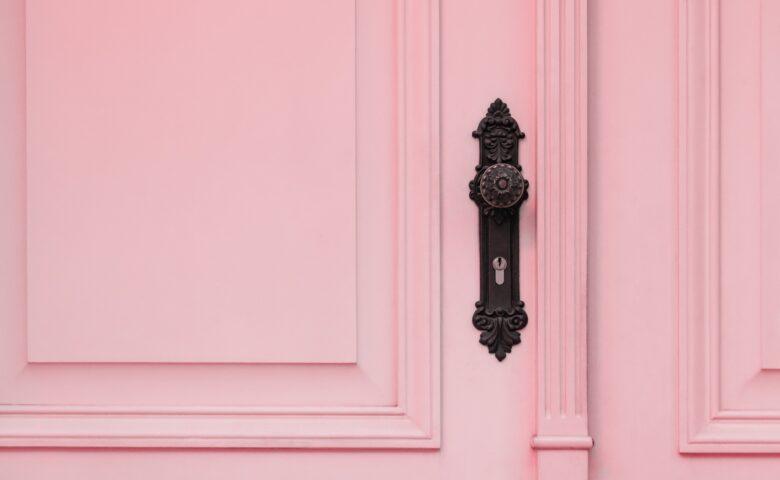 【2021年3月最新】自宅で自動ドアにする方法3種を解説