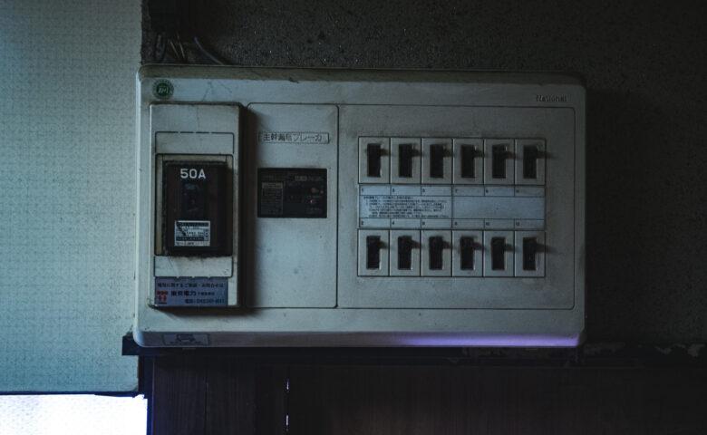 自動ドアは停電するとどうなるの?停電時の対処法