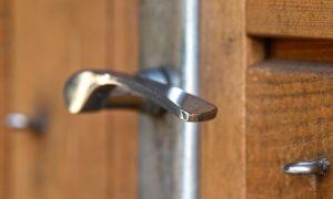 自宅ドア(玄関ドア)の修理費用は?修理が必要なケースや対策