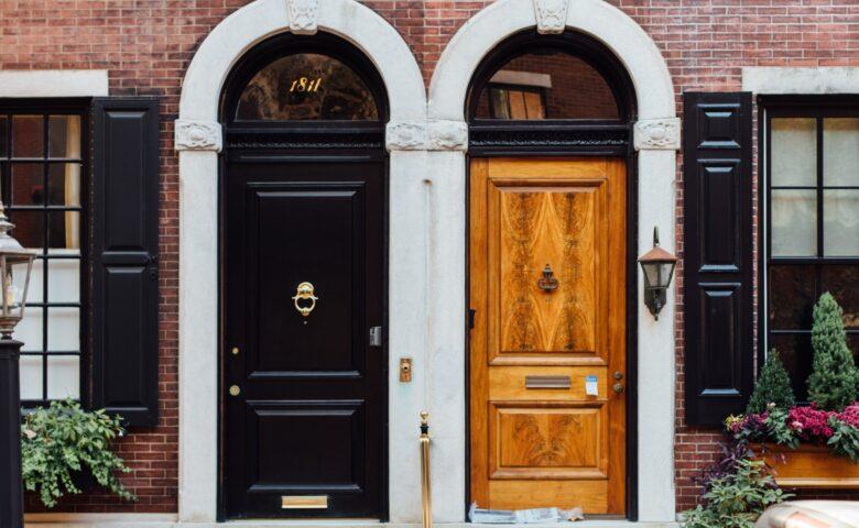 【便利な玄関ドア】材質の種類と特徴を解説|自動ドア化も可能