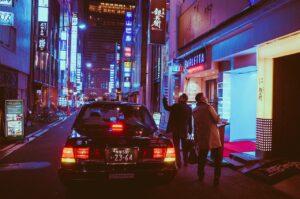 タクシーの自動ドアはなぜ日本だけなのか?