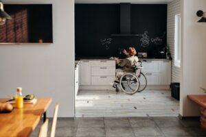 車椅子利用者のためのドア