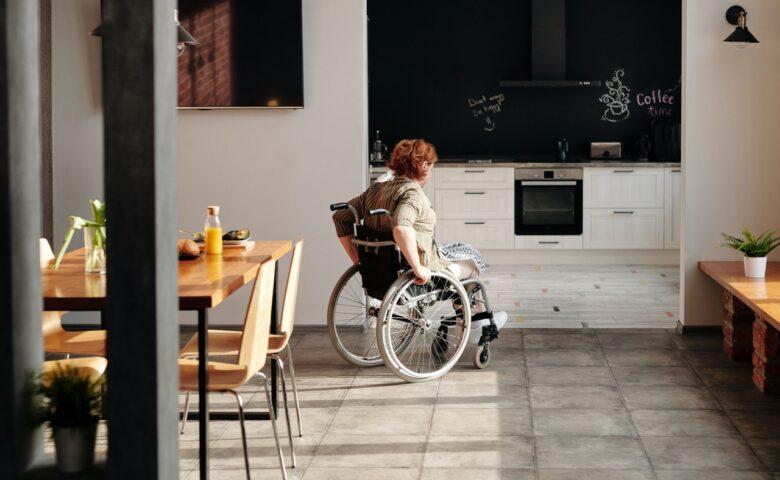 自宅ドア選びはドアの幅も考えて選ぶ|車椅子利用者の必要な幅は?