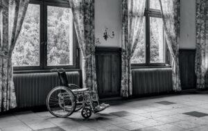 車椅子利用者が通りやすい自宅ドアを