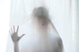 勝手に自動ドアが開くのは「幽霊現象」
