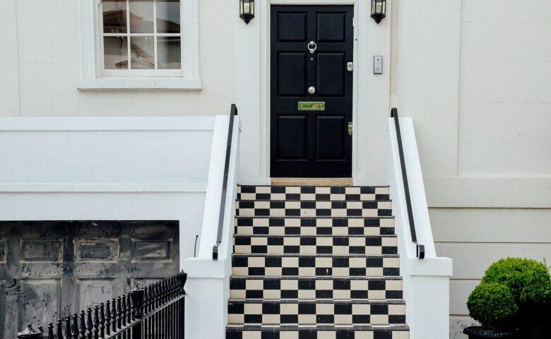 注文住宅の玄関(玄関ドア)はおしゃれなだけで良いですか?
