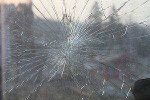 自動ドアのガラスが割れたときの対処法