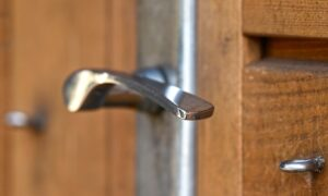 玄関ドアノブの種類や費用|ドアノブに触れたくない場合は?