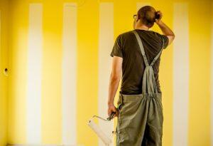 玄関ドアの塗装を依頼する場合の費用