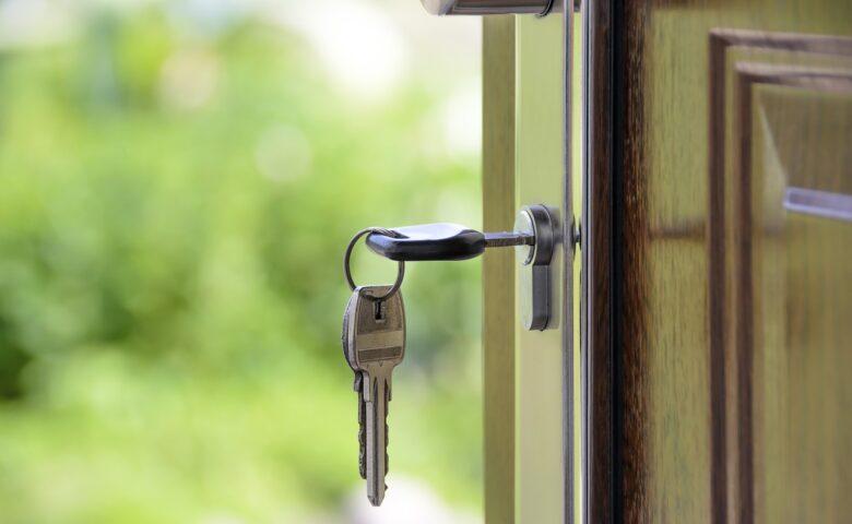 玄関ドアの開閉スピードは調整可能 ドアクローザーの調整方法