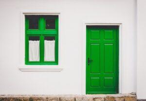玄関ドアをDIYで塗装する手順